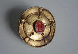 Gold disc with oval cameo